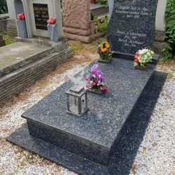 Labrador szimpla gránit síremlék akciós ár 600.000 Ft
