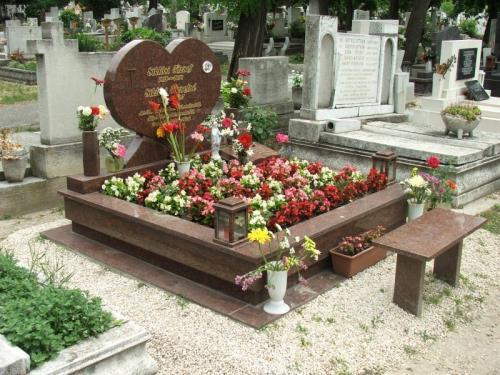 Dupla sírkövek 1 millió forint feletti áron