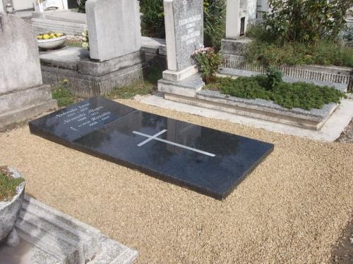 Szimpla sírkövek 200 - 440 ezer forint közötti áron