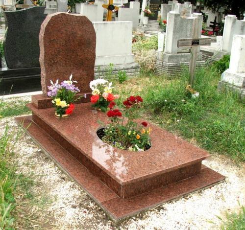 Szimpla sírkövek 440 - 640 ezer forint közötti áron