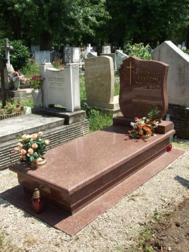 Szimpla sírkövek 640 - 850 ezer forint közötti áron
